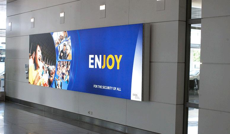 13-EADS-DS-enjoy-backlit-poster